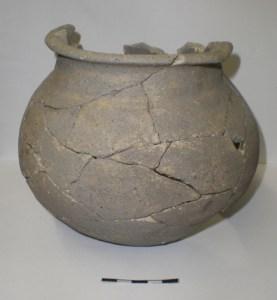 Olla de ceràmica (segles IX-X) procedent del jaciment de l'Aubert