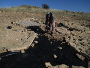 9. Treballs d'agençament de l'espai entre túmuls (Foto: Iltirta Arqueologia SL)