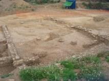 6. Àmbit amb les bases de columna o pilars, de l'excavació dels accessos d'Isona (2009-2010), al serrat dels Espinyers . Fotografia: Roser Arcos i Cristina Belmonte