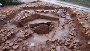 3: Vista del túmul amb les tres fases constructives