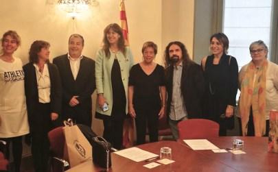 Participants a l'acte de la signatura de l'acord de col·laboració per protegir i difondre el jaciment paleontològic dels Hostalets de Pierola. Fotografia: Albert Vidal