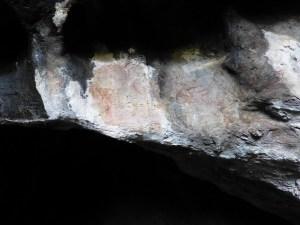 Vista de les pintures rupestres de la Cova del Tabac un cop netejades. Fotografia: Servei d'Arqueologia i Paleontologia