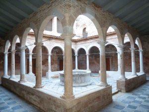 Vista del claustre menor un cop restaurat. Foto: Josep M. Vila