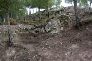 1. Superposició de tres fronts de pedrera a un dels turons de Montvell.