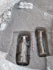 4, 5- Tombes adultes i infantils de l'àrea de necròpoli documentada a l'extrem SW del jaciment.