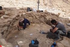 Efe 4. Procés d'excavació de la cabana 6 del jaciment de Nahal Efe (Israel). Fotografia: Projecte Nahal Efe i Projecte Kharaysin