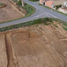 """9. Vista aèria de l'anomenat """"sector ibèric"""", amb les estructures republicanes. Fotografia: Arqueòlegs.cat"""