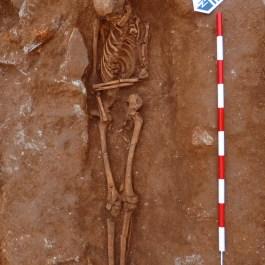 8. Inhumació baiximperial d'un individu adolescent. Fotografia: J. Ciurana
