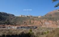 La plana on es troba el jaciment vista des del turó de Sant Onofre.