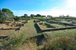 Vista des del nord de la restauració i consolidació de les restes de l'establiment agrari