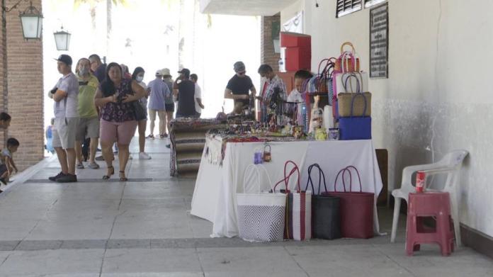 Handicraft vendors in the municipal square