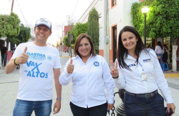 Inicia el recorrido por el distrito la candidata Martha Romo