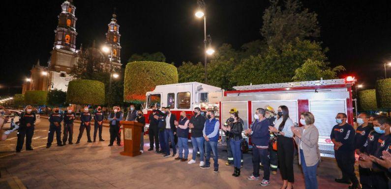 Entregan camión de bomberos a la Unidad Municipal de Protección Civil