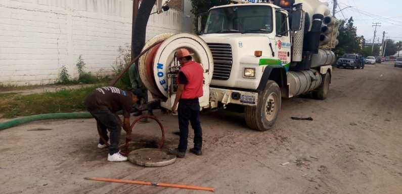 Agua Potable y Alcantarillado atiende reportes de desazolves en colonia Las Ceibas