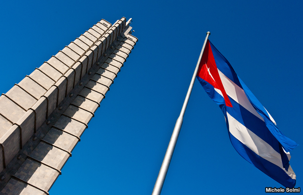 20120409-cuban-flag