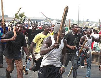 Age-long land dispute, Lagos Island boys clash, Anambra Youths burn down police station, Shell gas pipeline, surulere, hoodlums, Customs officers, hoodlums clash in Ibadan