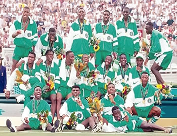 Babayaro (first left, second row) with members of the Dream Team after their victory in 1996.