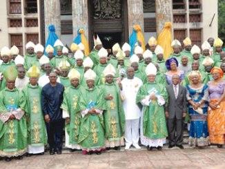 Catholic bishops and laity. Photo: www.abiapost.blogspot.com