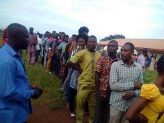 edo-voters-queueing