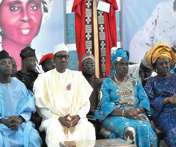 From left, Vice President Yemi Osinbajo; President Muhammadu Buhari; Reverend (Mrs) Tola Oyediran and Ambassador (Dr) Olatokunbo Awolowo Dosumu at the burial