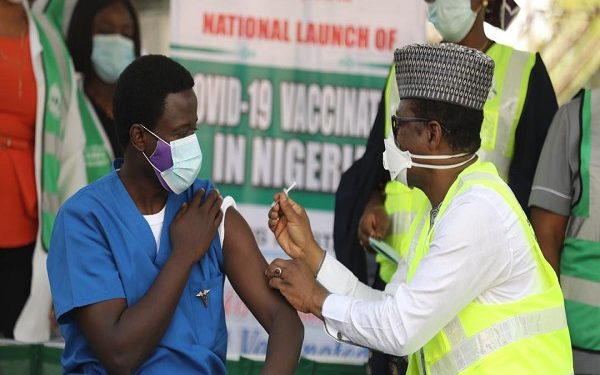Four health workers receive jabs as Nigeria, covid-19 vaccination, First batch of vaccines, Covid-19 vaccination efficacy, Abuja residents received COVID-19 vaccine