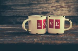 Two mugs with love letters