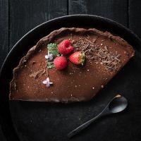 dunkle schokoladentarte mit kaffee und fleur de sel