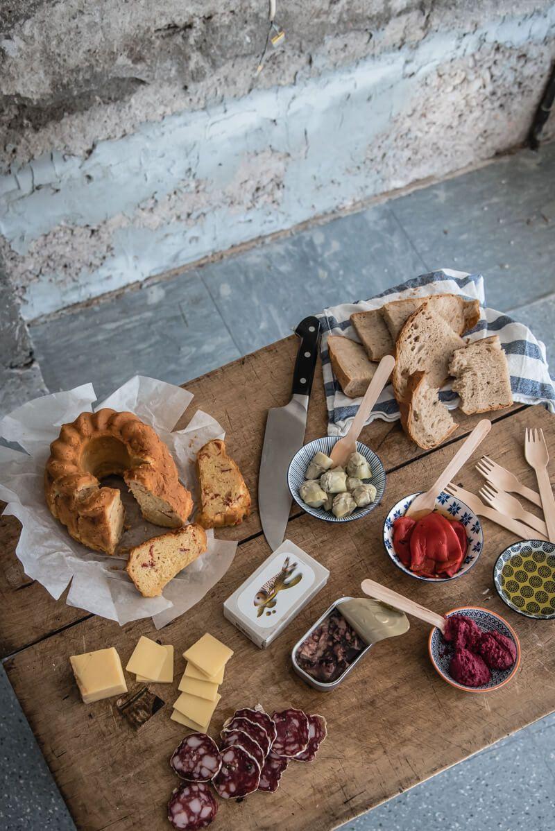 studio urbina trickytine cake sale picknick