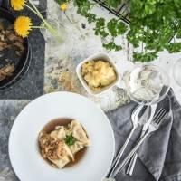 viva la mamma! hausgemachte schwäbische maultaschen spring edition mit spinat und bärlauch und der weltbeste, weil schwätzende, kartoffelsalat