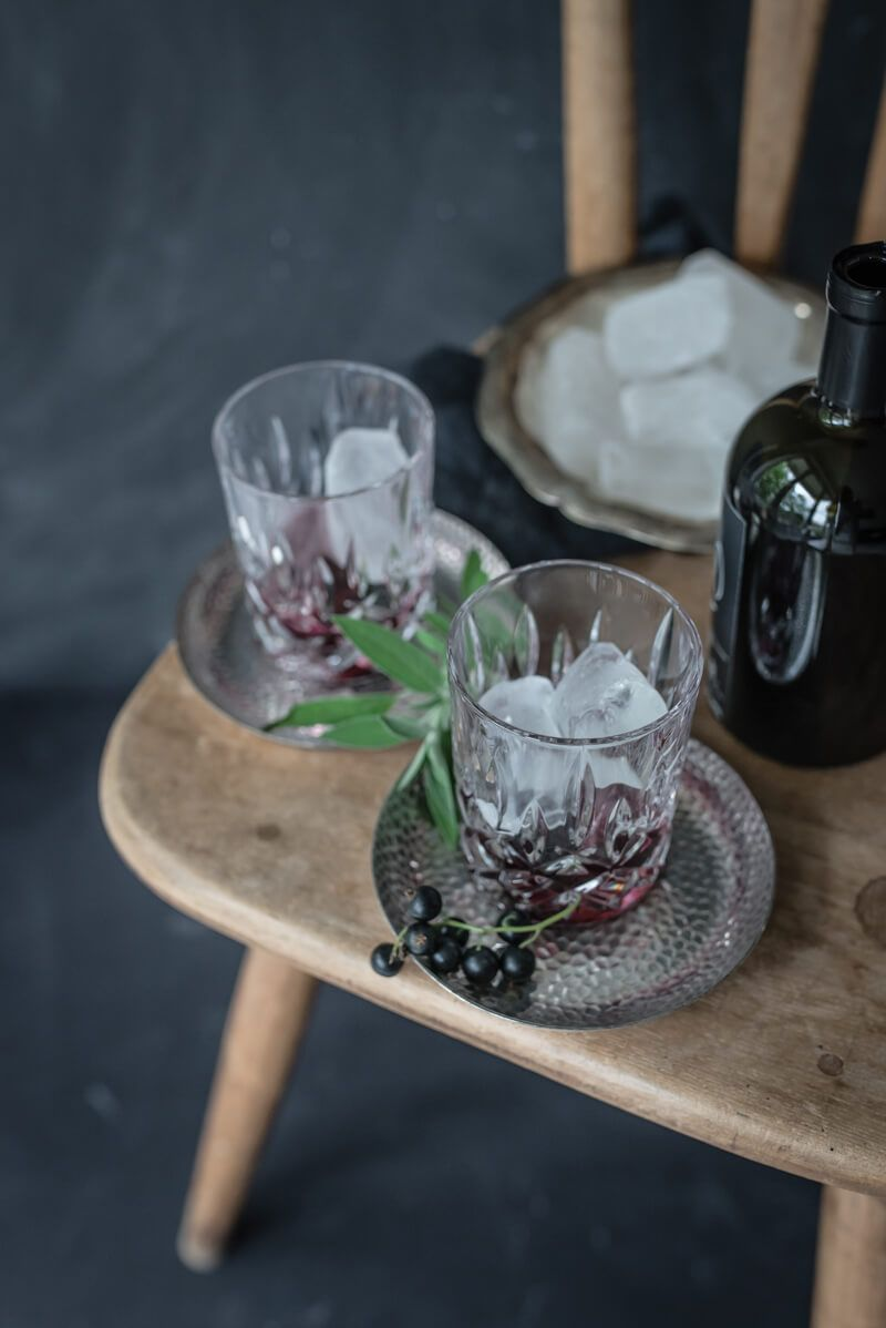 tricky cassis kiss gin tonic cocktail cassisgelee salbei trickytine