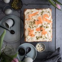 carrot cake blondies mit pistazien und cheesecake topping