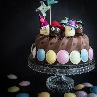lustiger und leckerer schokokuss schokoladenkuchen für den kindergeburtstag