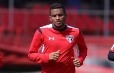 Reinaldo volta a treinar no campo no São Paulo; Rodrigo Caio segue fora