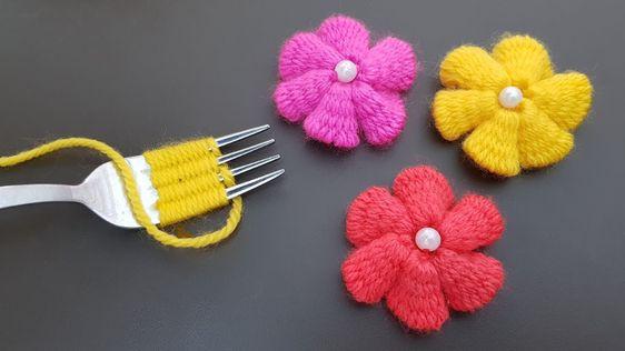 fleur au crochet avec une fourchette