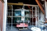 <h5>Sandstrahlen</h5><p>Der Triebwagen wird zum Sandstrahlen vorbereitet</p>