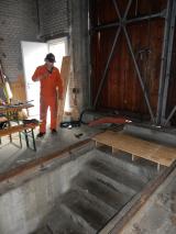 <h5>Bahnübergang</h5><p>Hansruedi hat eine Holzzwischernlage für die Geleise gezimmert. Diese macht den Übergang etwas sicherer.</p>