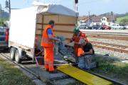 <h5>Der Transportrolli ist eingetroffen</h5><p>Marco hat den von den Koblenzer Kollegen leihweise erhaltenen Transportrolli mit einem Anhänger abgeholt und der wird nun in Wald ausgeladen</p>