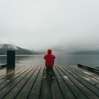 Ẩn sâu trong nỗi sợ cô đơn là ham muốn thoát khỏi cô đơn