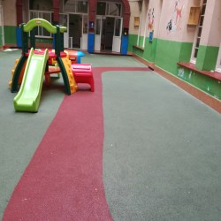 suelo continuo de caucho reciclado in situ