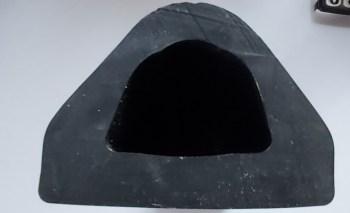 Defensa de goma triangular