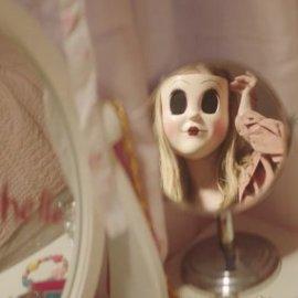 """Os Estranhos 2: Caçada Noturna tem um """"clipe musical"""" sinistro"""