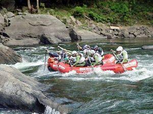 Evento reuniu atletas de rafting na represa Guarapiranga