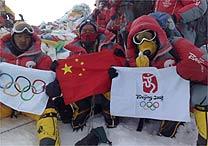 Tocha olímpica chega ao topo do Everest pela 1ª vez na história