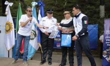 Policías de Guatemala, El Salvador y México participan en triatlón.