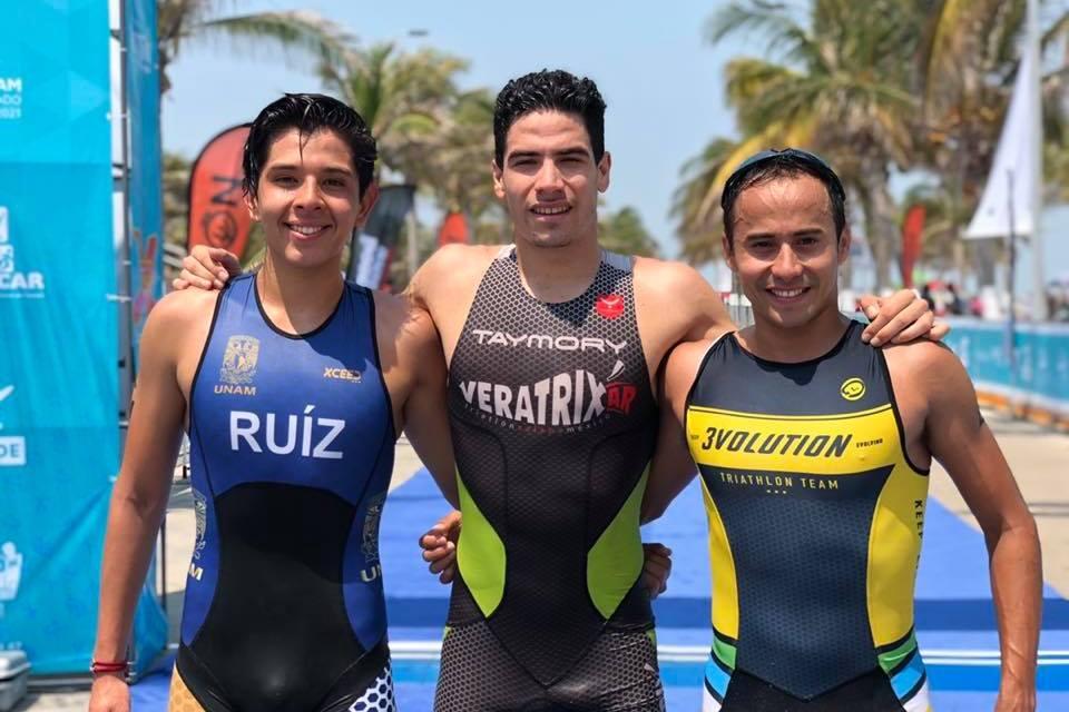 Se llevan Lizeth Rueda y Jaime González el Triatón Isla de Tris en distancias Súper Sprint