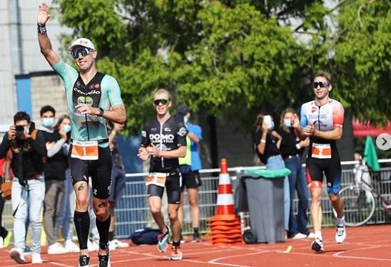 Se despide Frederik Van Lierde de las competencias profesionales con un triunfo
