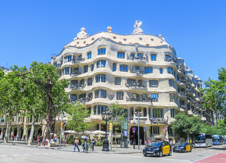 looking at the exterior of La Pedrera A Gaudi Barcelona Tour