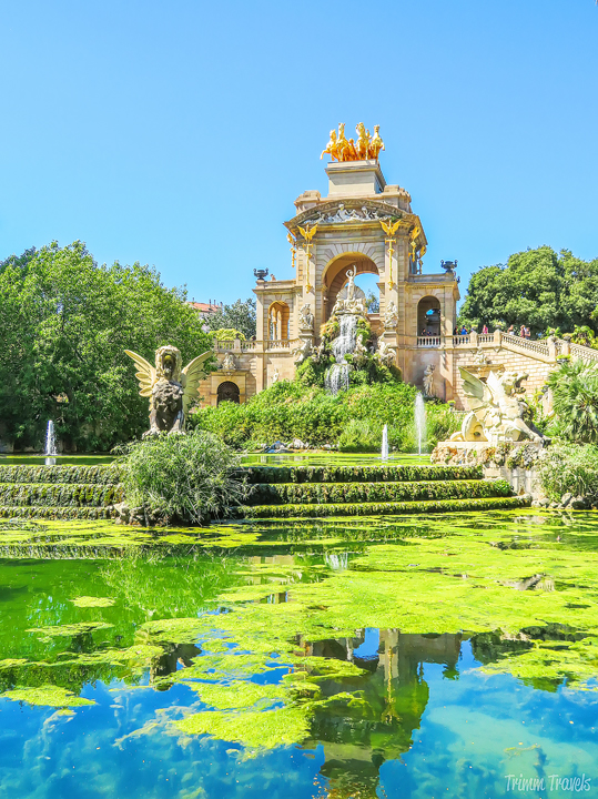 side angle view of La Cascada waterfall in Park Ciutadella A Gaudi Barcelona Tour