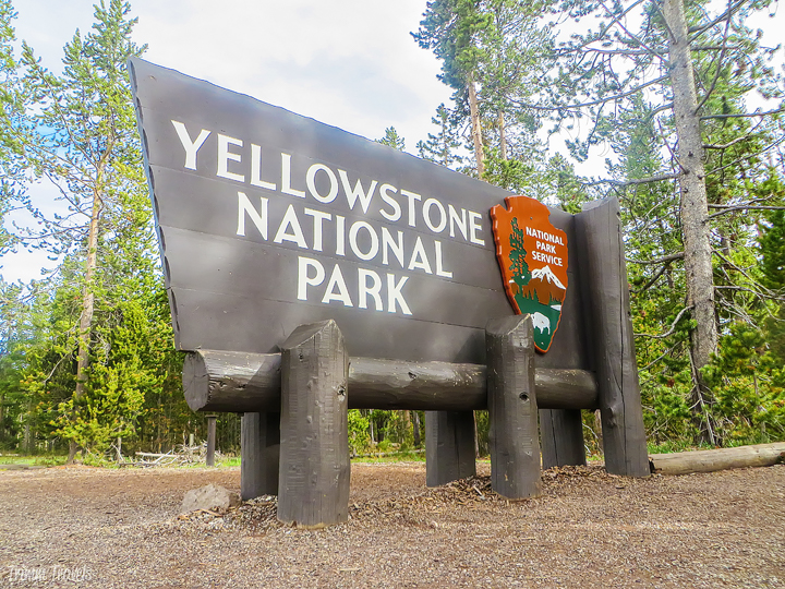 yellowstone national park entrance sign-best time to visit yellowstone
