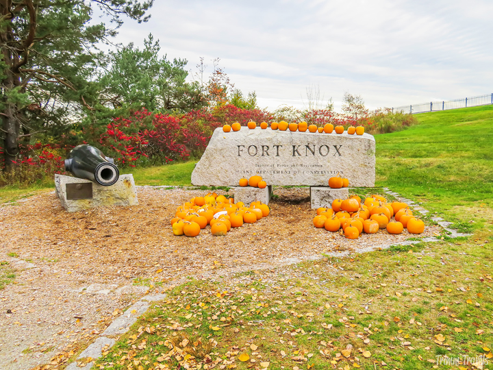 Looking to visit New England to see the fall foliage, but don't know where or when to go? Maine in the fall is beautiful and this guide is your answer! #maine #fall #autumn #activities #attractions #foliage #bangor #barharbor #travel #destinations #travelguide #guide